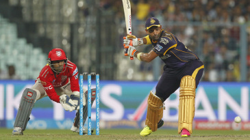 Robin Uthappa winds up for a big shot