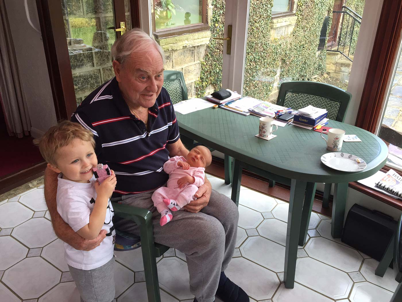 Great-grandchildren on yer knee: a kinder, gentler Illy