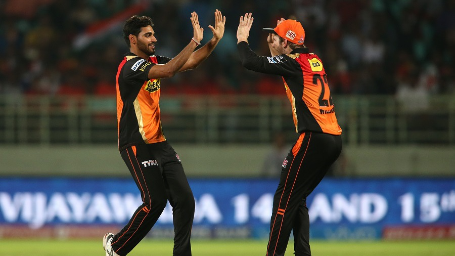 Bhuvneshwar Kumar celebrates with Kane Williamson after dismissing Ajinkya Rahane early
