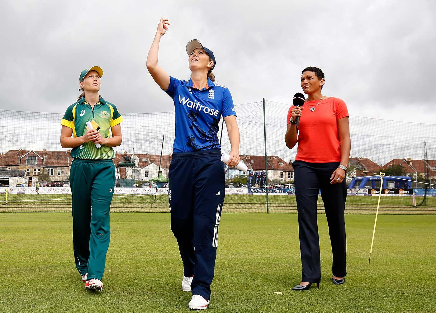 Charlotte Edwards, Meg Lanning and Melanie Jones at the toss