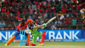 AB de Villiers hits a six over backward square leg
