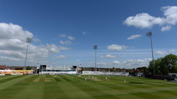 Kent asked for the toss and elected to bat under blue skies