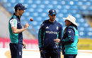 Trevor Bayliss chats with James Vince and Steven Finn, Headingley, May 17, 2016