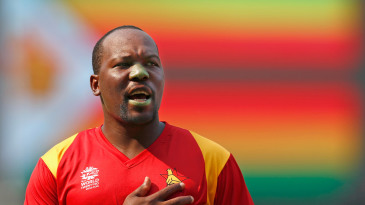 Hamilton Masakadza sings the national anthem