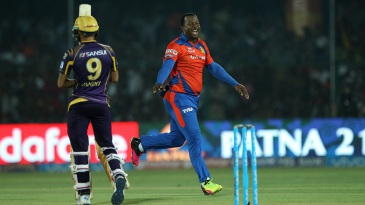 Dwayne Smith celebrates after dismissing Manish Pandey early