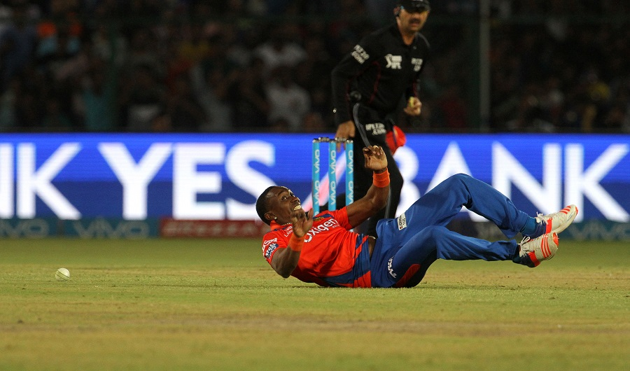 Late strikes by the Lions bowlers stalled Mumbai, who finished on 172 for 8. Dwayne Bravo was the pick of the lot with 2 for 22 off his quota