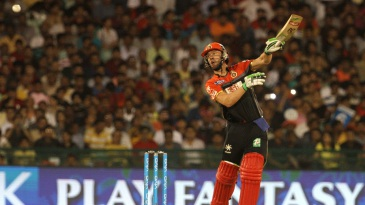 AB de Villiers skews one to cover point