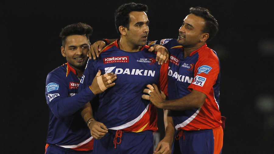 Zaheer Khan is mobbed after removing AB de Villiers cheaply
