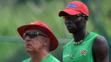 Zimbabwe coach Alan Butcher and pacer Chris Mpofu during Zimbabwe's training session