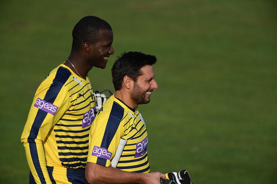 Afridi hands over Peshawar Zalmi captaincy to Sammy