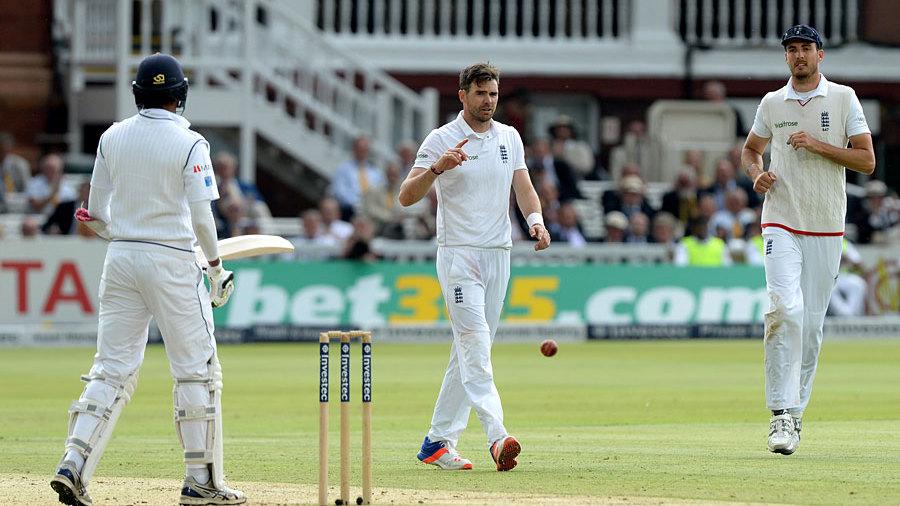James Anderson suffers shoulder injury ahead of Test series against Pakistan