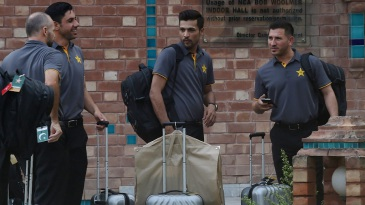 Mohammad Amir has a word with his team-mates at the NCA ahead of Pakistan's departure for England