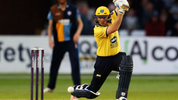 Ian Bell led Warwickshire to victory