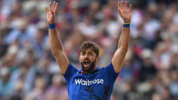 Liam Plunkett picked up wickets in consecutive overs