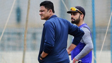 Anil Kumble and Virat Kohli supervise India's practice session