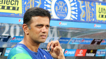 Rahul Dravid and Paddy Upton have a chat