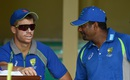 David Warner has a chat with Muttiah Muralitharan, Colombo, July 14, 2016