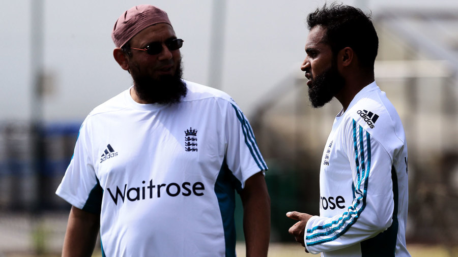 Saqlain Mushtaq has a chat with Adil Rashid