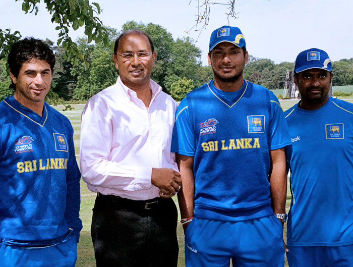 Glucka Wijesuriya (second from left), a lawyer in England, took it upon himself to write letters to the ICC on Murali's behalf
