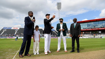 Alastair Cook won the toss and chose to bat first
