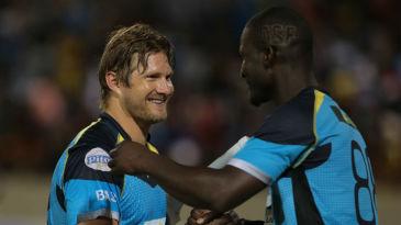 Darren Sammy congratulates Shane Watson
