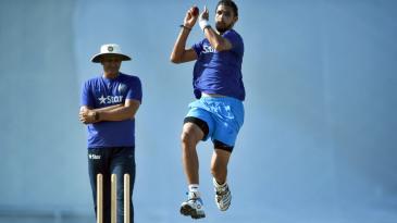 Anil Kumble watches Ishant Sharma bowl