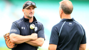 Michael Di Venuto chats with Alec Stewart before play