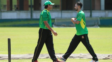 Aaqib Javed has a chat with Mashrafe Mortaza