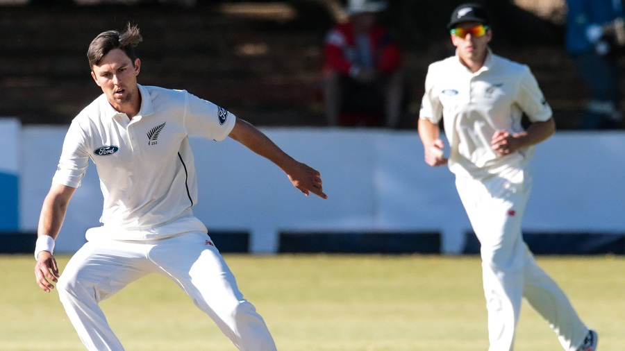 Trent Boult dismissed Tino Mawoyo shortly before stumps