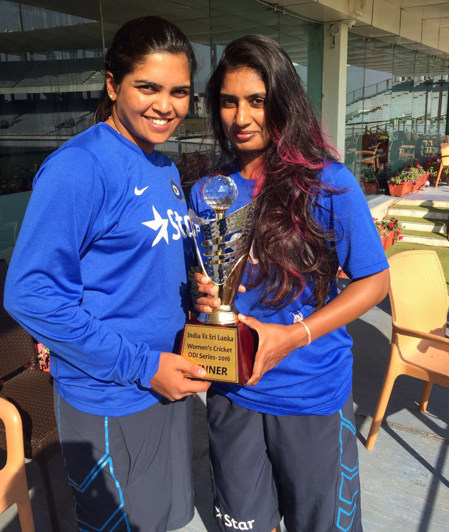 Veda Krishnamurthy and Mithali hold the trophy after beating Sri Lanka 3-0 in a T20 series ahead of the 2016 World T20