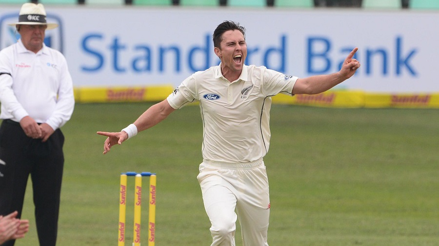 Proteas 236-8 as bad light stops play