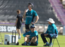 Trevor Bayliss chats with Liam Dawson and Ben Stokes, Ageas Bowl, August 23, 2016