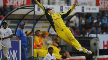 Steven Smith tries to take a catch at the boundary
