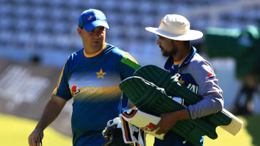 Mickey Arthur chats to Mohammad Amir during practice