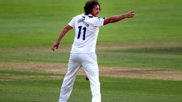 Ryan Sidebottom took three big wickets