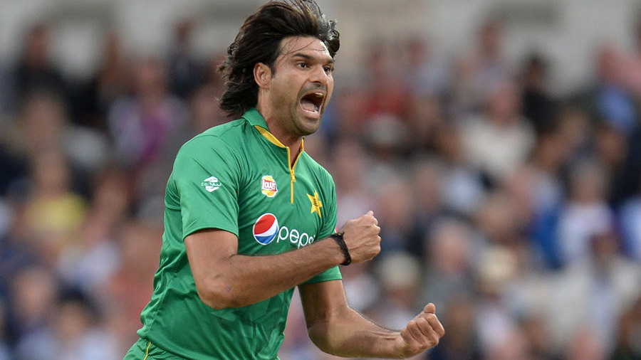 Mohammad Irfan bellows in celebration after picking up his second wicket