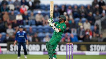 Azhar Ali goes on the pull
