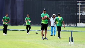 Courtney Walsh puts the Bangladesh bowlers through their paces