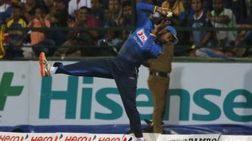 Chamara Kapugedara tries to take a catch at the boundary