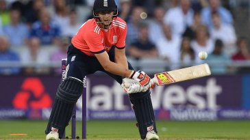 Joe Root attempts to improvise