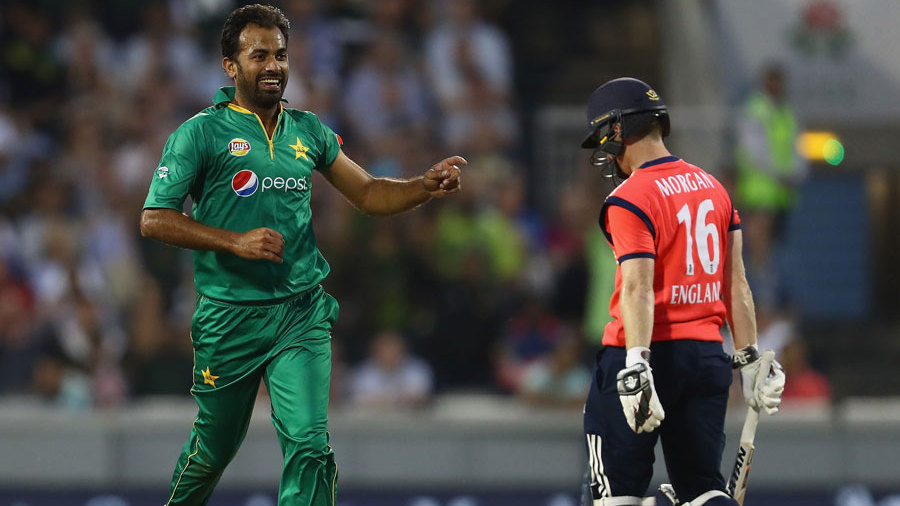 Wahab Riaz removes Eoin Morgan