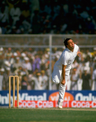 Abdul Qadir bowls, Pakistan v West Indies, Karachi, World Cup, Pakistan, 30 October 1987