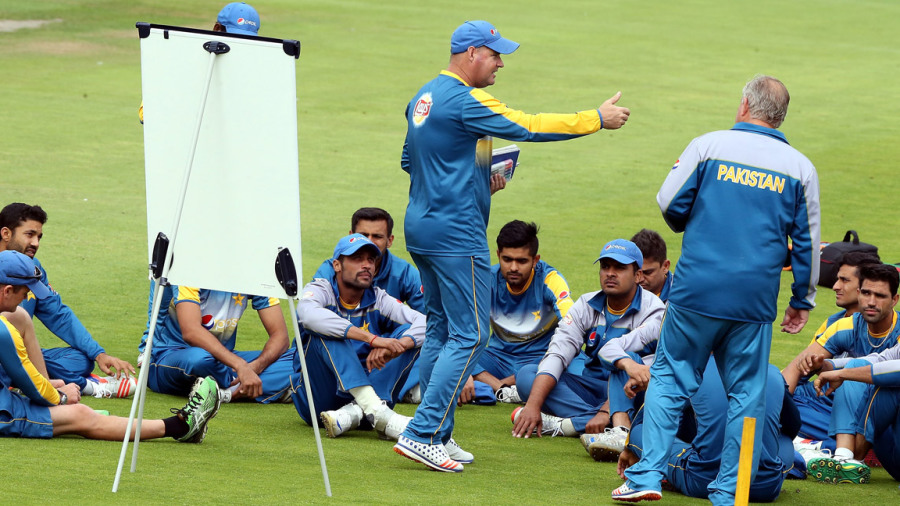 Mickey Arthur talks to the players
