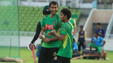 Mosharraf Hossain and Mehedi Hasan have a chat during training