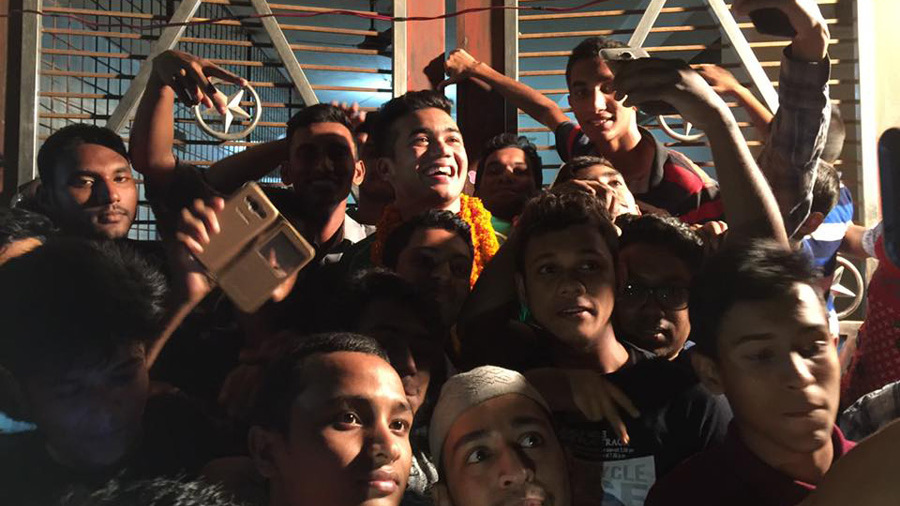 Taskin Ahmed poses for selfies with overjoyed fans outside his home