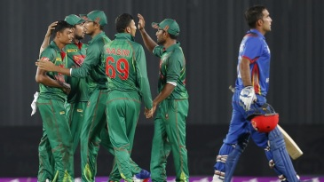 Taijul Islam celebrates with team-mates after dismissing Hashmatullah Shahidi