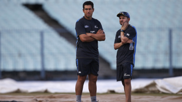 Ross Taylor and Mike Hesson mull over things
