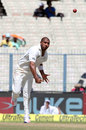 Jeetan Patel bowls in his first Test in over three years, India v New Zealand, 2nd Test, Kolkata, 1st day, September 30, 2016