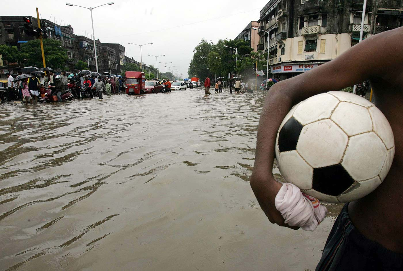 Football: weather-resistant too