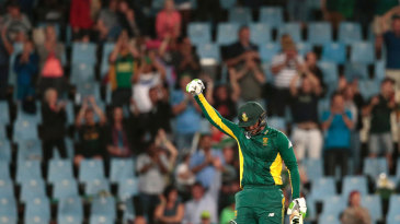 Quinton de Kock brought up his hundred with a six
